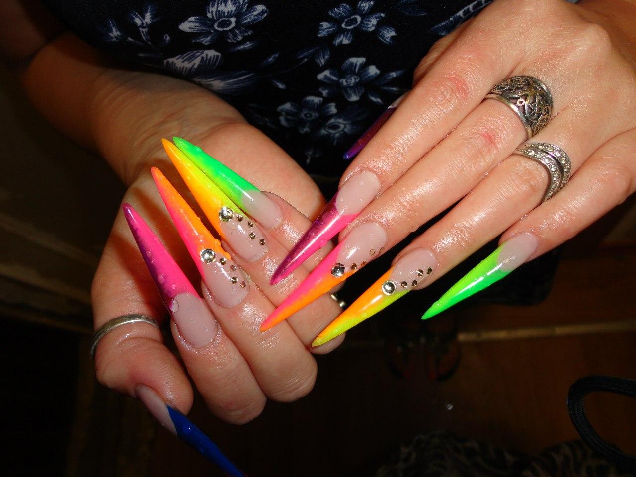 Фото ногтей с рисунком стилет